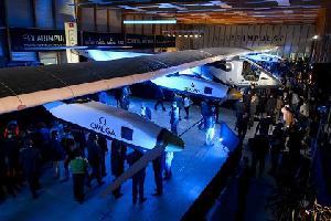Самолет на солнечных батареях совершит кругосветный перелет