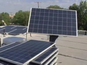 В Вашингтоне начали бесплатную установку солнечных батарей бедным жителям (видео)