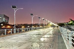 В Лас-Вегасе установят «умные» фонари, работающие от солнца и энергии шагов пешеходов (видео)
