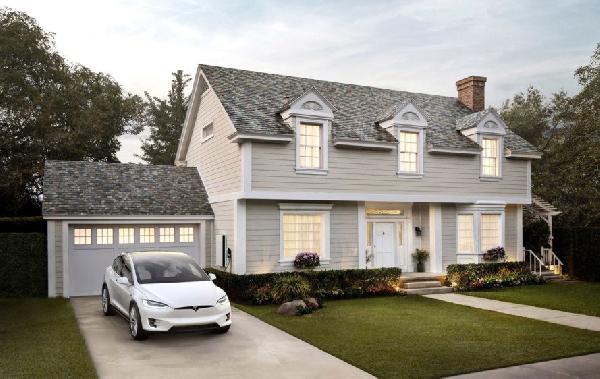 Солнечная крыша от Tesla стала дешевле обычной кровли