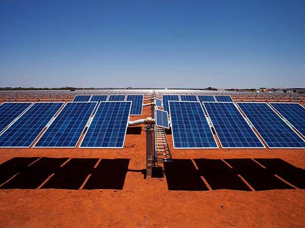 Строительство солнечно-дизельной электростанции в Австралии // видео