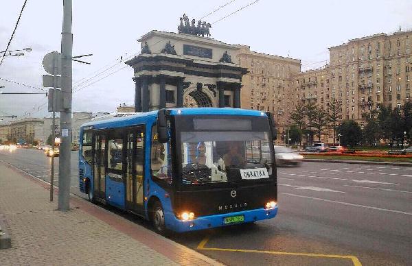 Электробус из композитных материалов выехал на улицы Москвы