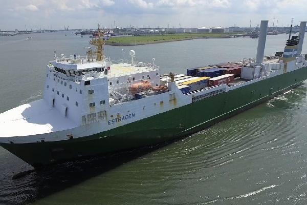 Финское грузовое судно частично использует энергию ветра // видео