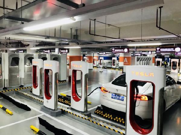 Tesla запустила в Китае самый большой зарядочный комплекс в мире