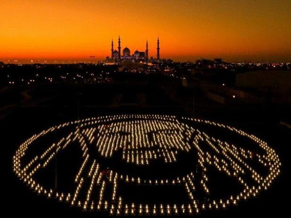 В ОАЭ создали огромный портрет основателя страны из 2500 работающих на солнечной энергии ламп