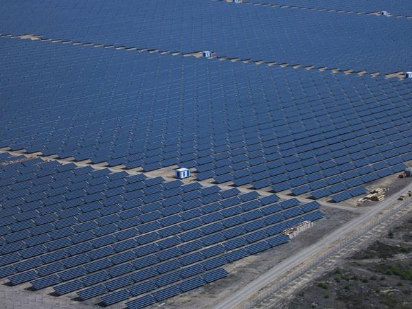 В Республике Алтай строят две новые солнечные электростанции стоимостью 1,5 млрд рублей