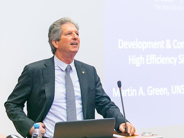 Кремниевые солнечные панели – основа энергетики будущего. Состоялась лекция Мартина Грина, лауреата премии «Глобальная энергия» 2018 года
