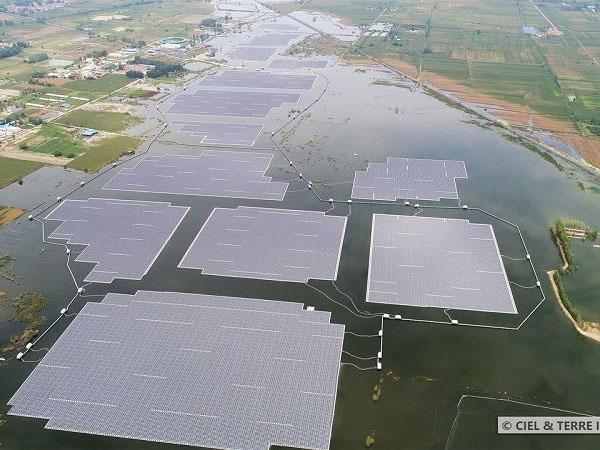В Китае отправили вплавь солнечную электростанцию